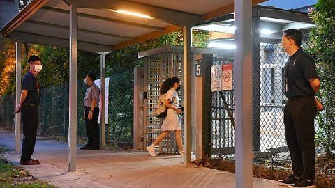 Suasana suram selubungi Sekolah Tinggi River Valley pabila pelajar kembali ke sekolah