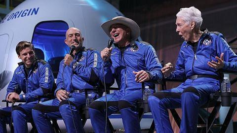 Orang terkaya dunia lakukan penerbangan ke angkasa lepas