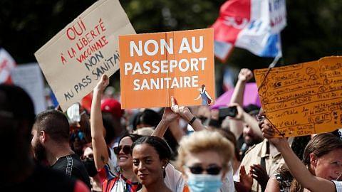 'Pasport vaksin' akan jadi aspek penting kehidupan harian warga Perancis