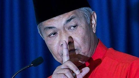 PERPECAHAN DALAM UMNO? Tidak semua menteri Umno akur letak jawatan