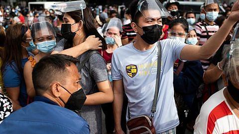 Rakyat Filipina berpusu-pusu dapatkan vaksin sebelum sekatan bermula