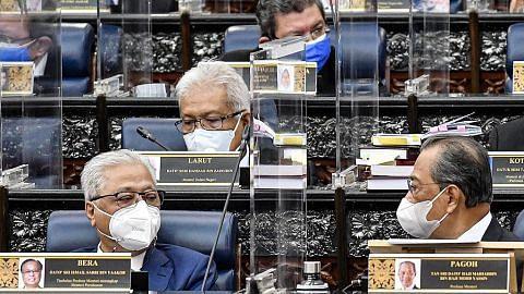 Dilema Umno: Buang atau biarkan ahli terus sokong Muhyiddin