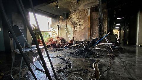 Api jilat koridor flat penuh dengan barang