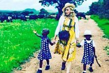 Madonna ambil kembar Malawi sebagai anak angkat
