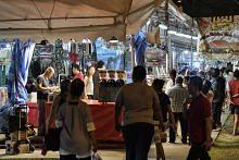 Pasar malam tetap ada tarikan bagi peniaga, pengguna