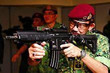Sultan Brunei lawat Kem Pasir Ris