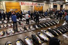 Last orders as Tokyo's Tsukiji market relocates