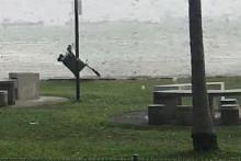 Bot layar, tong sampah berterbangan akibat angin kencang di East Coast