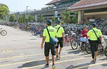 Usaha relawan Yishun basmi tabiat letak basikal sembarangan