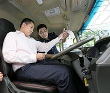 Polis Trafik uji alat pantau kelajuan