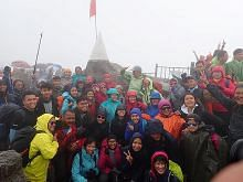 CLIMBATHON DANA AMANAH PENDIDIKAN (ETF) Gunung sama didaki demi tujuan murni