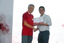 Dr  Abdul Razakjr Omar received Long Service Awards as Teck Ghee grassroots leader