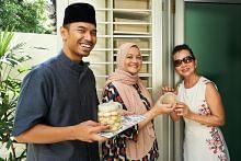 'Ketuk' rumah jiran bukan Melayu, kongsi hadiah kuih-muih