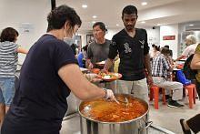 Badan Buddha teruskan tradisi beri makan kepada semua tidak kira latar belakang
