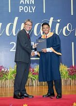 Inspirasi bapa bantu beliau raih penghormatan selaku 'valedictorian'
