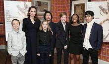 Angelina Jolie disanjung kerana prihatin pada anak-anak