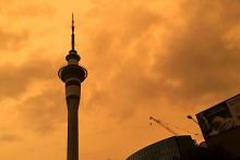 New Zealanders call emergency services over 'scary' skies due to Aussie fires