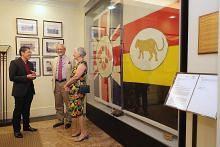 Lihat semula dua bendera bersejarah yang diderma kepada SG