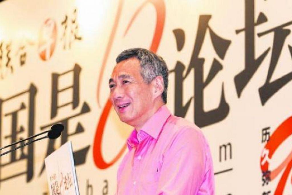 MANFAATKAN MEDIA BARU: Perdana Menteri Lee mahu warga Singapura belajar dan belajar semula untuk menyesuaikan diri dengan perubahan pesat, dan tidak tercicir digital. - Foto ZAOBAO