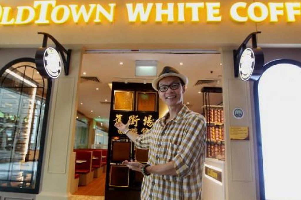 KAMI SUDAH HALAL: Encik Mark Lee yakin dapat meningkatkan penjualan selepas mendapat sijil halal bagi kafenya.
