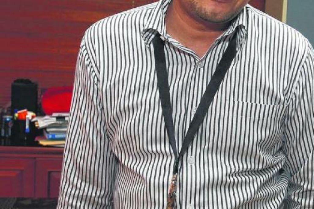 DIHADAPKAN KE MAHKAMAH: Ketua Polis Indonesia, Djoko Susilo, semasa tiba di sebuah mahkamah di Jakarta bagi menghadiri perbicaraaan rasuah yang dikenakan Suruhanjaya Pembasmi Rasuah (KPK) ke atasnya. - Foto REUTERS