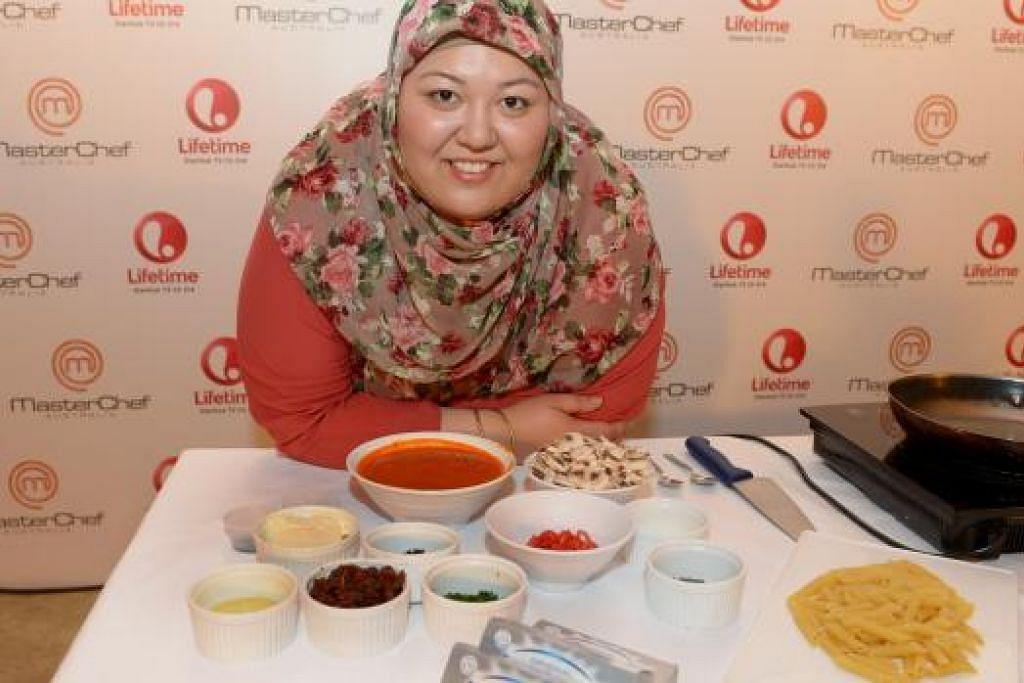 JADI TUMPUAN: Cik Amina El Shafei kerap dijemput melakukan demonstrasi memasak sejak menyertai Masterchef Australia 2012. Kemahiran beliau ialah dalam masakan Timur Tengah dan makanan Korea. – Foto TUKIMAN WARJI