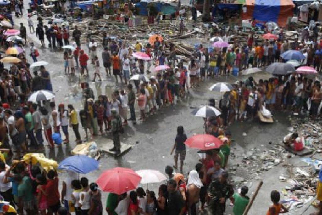 MANGSA TAUFAN HAIYAN DI FILIPINA: Asean didapati lambat bertindak membantu Filipina sedangkan perhatian berprofil tinggi diberikan kepada kerjasama Bantuan Kemanusiaan dan Bencana (HADR) dalam Asean sendiri. - Foto fail