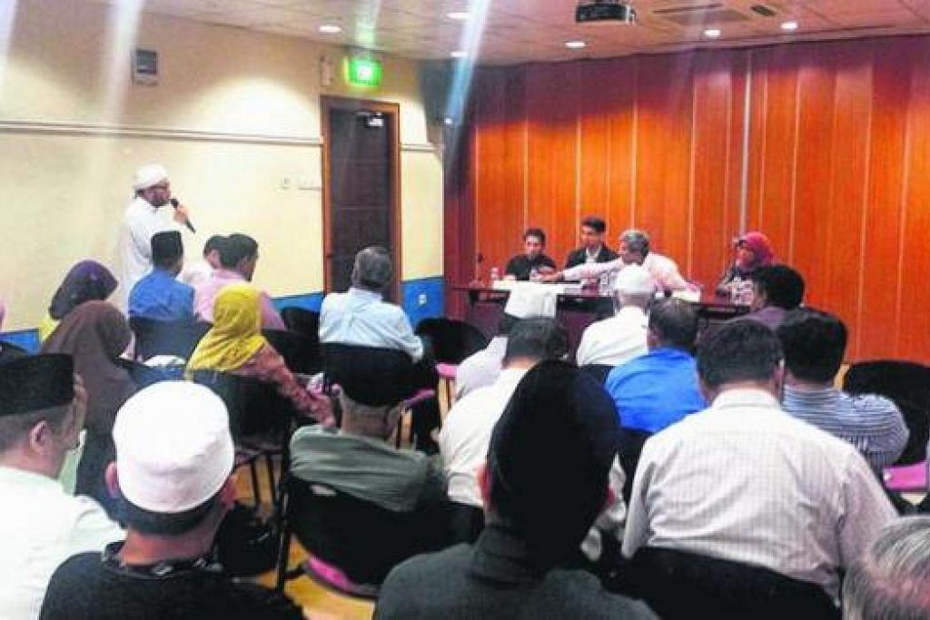 BINCANG ISU TUDUNG: Dr Yaacob dan Anggota Parlimen (AP) Melayu lain menemui Persatuan Ulama dan Guru-Guru Agama Islam Singapura (Pergas) pada 5 November lalu untuk membincangkan isu tudung. - Foto ZAINAL SAPARI FACEBOOK