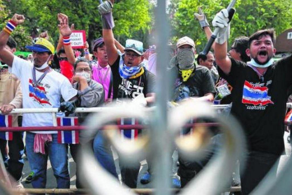 DEMO DI THAILAND: 40 tahun telah pun berlalu namun rakyat Thailand masih berasa perlu untuk terus berdemo. Dan demo yang terbaru kini, tentu sekali bukan yang terakhir. - Foto REUTERS