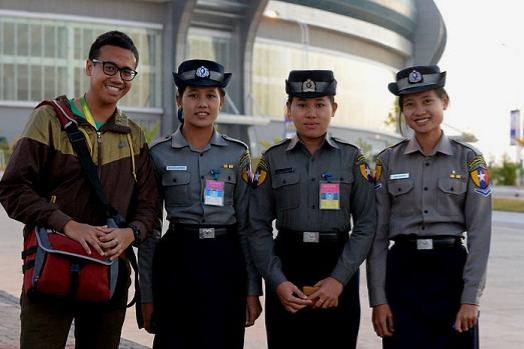 TAK LOKEK SENYUMAN: Penduduk Myanmar mudah menghadiahkan senyuman dan sedia membantu. - Foto TUKIMAN WARJI