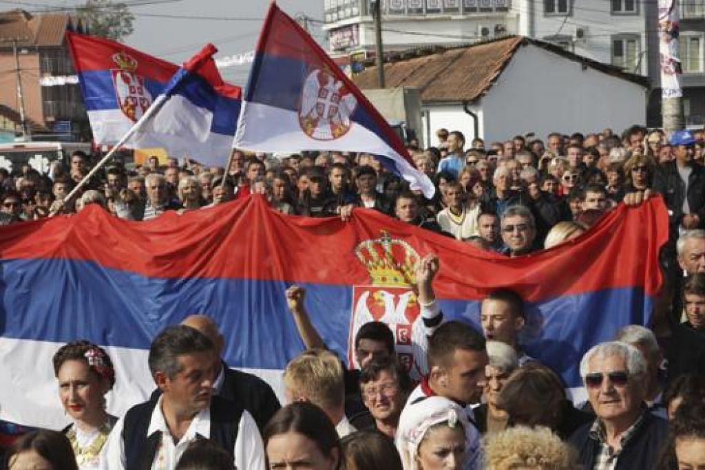 TERCAPAI JUA: Usaha melancarkan kempen-kempen di Facebook dan Twitter terbukti membuahkan hasil apabila Kosovo mendapat 'pengesahan' dari Facebook. - Foto REUTERS