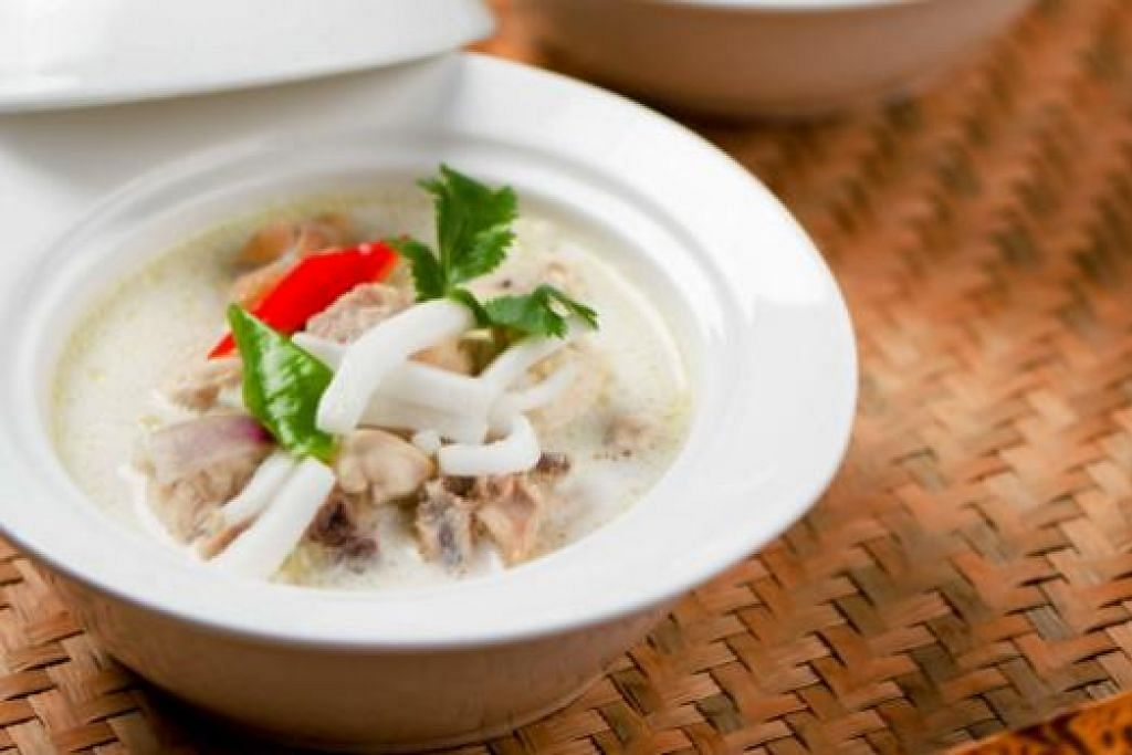 BUBUR MUDAH MASAK, MESIN MUDAH DIGUNAKAN: Memasak bubur nasi hanya memerlukan 35 minit dan tidak perlu dikacau atau diperhatikan. – Foto HAPPINESS PTE LTD