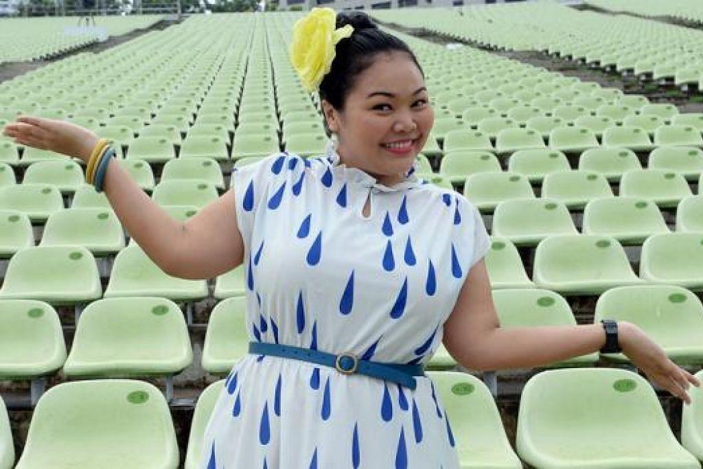 HOS NDP 2014: Meskipun tidak perlu bernyanyi dan berlakon seperti tahun lalu, pengacara NDP 2014, Cik Siti Khalijah, berkata cabarannya tetap ada dan beliau gembira dipilih sebagai hos sekali lagi tahun ini. - Foto TAUFIK A. KADER