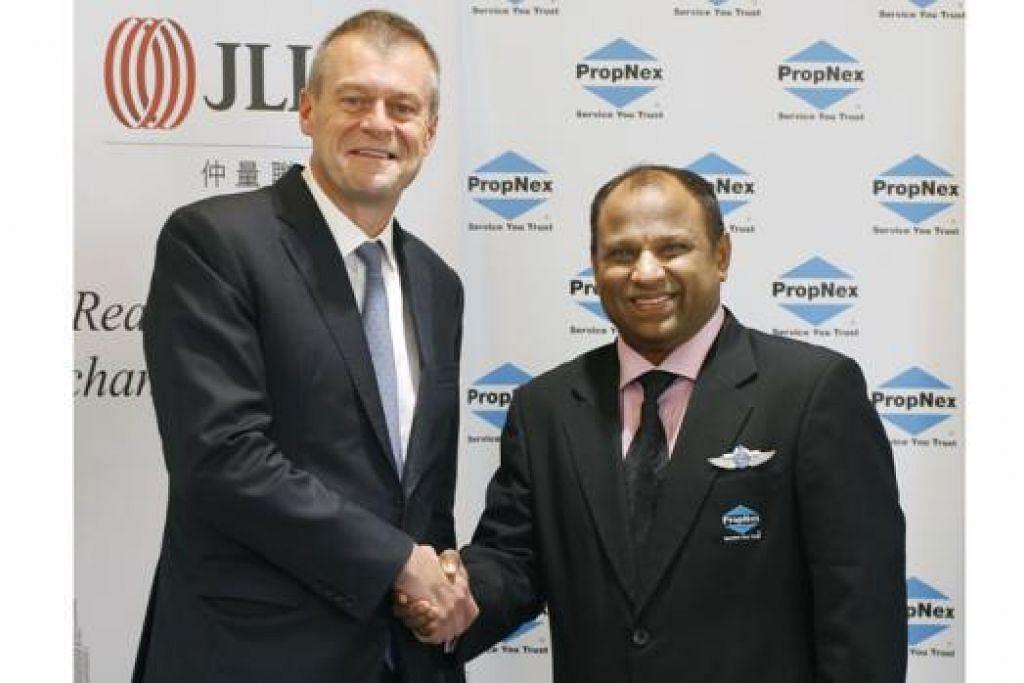 PAKATAN STRATEGIK: Encik Ismail (kanan) dan Encik Fossick akan bekerjasama hasil perkongsian diambil JLL dalam PropNex International. - Foto THE BUSINESS TIMES