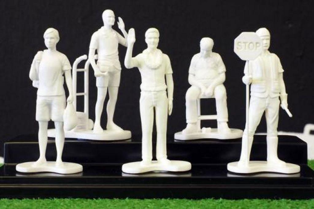 SIAPA MEREKA?: Patung kecil 'Lokal Heroes' terdiri daripada (dari kiri) pembantu rumah (Maria Maria), karung guni (Karung Guni), Anggota Parlimen (Mr Politico), pengawal keselamatan (Uncle Jagah) dan pekerja binaan (Brudder Gopi).