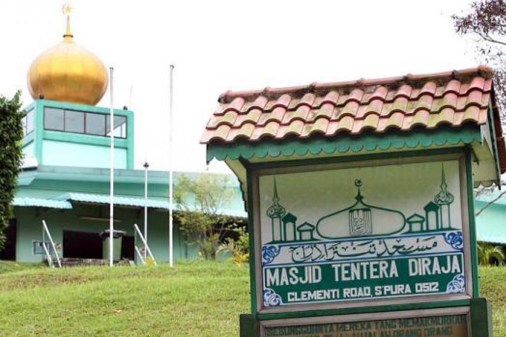 DAPAT PAJAKAN LEBIH LAMA: Pengurusan Masjid Ahmad Ibrahim, Masjid Tentera Di Raja  (atas) dan Masjid Petempatan Melayu Sembawang kini boleh membuat perancangan mempertingkat masjid dan menyediakan kemudahan lebih baik kepada jemaah. - Foto-foto fail