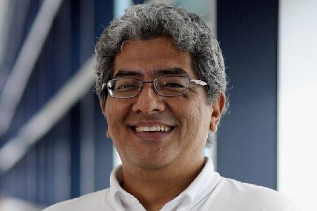 TARIKH ISTIMEWA: Syed Abdullah menyambut hari lahirnya yang ke-49 tahun sedang Singapura juga meraikan Hari Kebangsaan yang ke-49 hari ini. - Foto SATS LTD