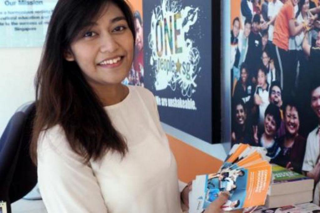 BERASA BERUNTUNG: Cik Nurul Huda berasa beruntung dapat hidup aman damai daam masyarakat berbilang bangsa di singapura. - Foto JOHARI RAHMAT
