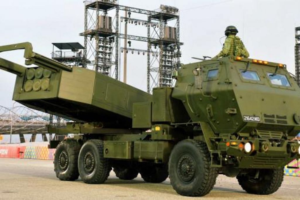 MAMPU CARI SASARAN JAUH: Aset SAF, Himars, ini boleh mencari sasaran sejauh 70 kilometer, iaitu lebih jauh berbanding jarak Singapura dari timur ke barat.
