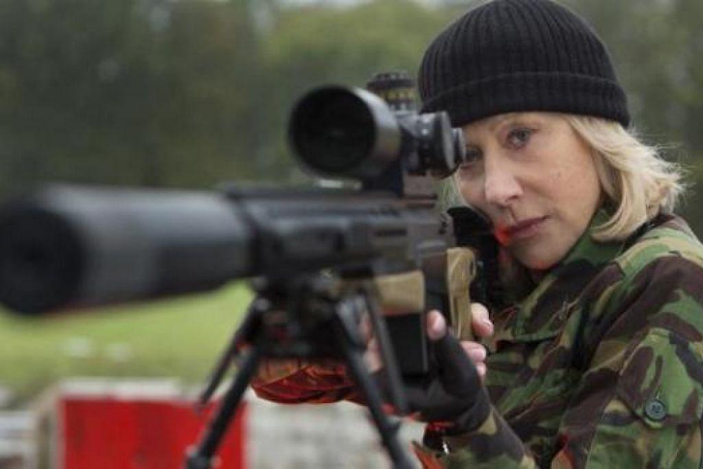 PELBAGAI WATAK: Dalam filem Red 2 ini, Helen Mirren menampilkan watak sebagai seorang wanita yang berani. - Foto SHAW BROTHERS