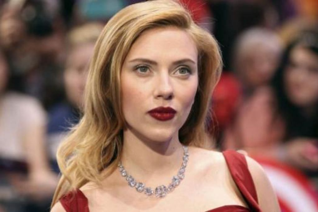 BANYAK GENRE: Bukan sahaja corak romantik, Scarlett Johansson juga mampu melakonkan watak lasak dengan baik. - Foto REUTERS
