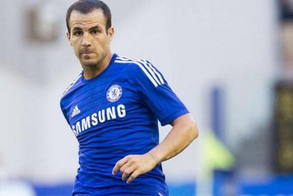 BINTANG BERPENGALAMAN: Kehadiran Cesc Fabregas yang berupaya bermain di pelbagai posisi dijangka mengukuhkan lagi skuad Chelsea musim ini. - Foto REUTERS