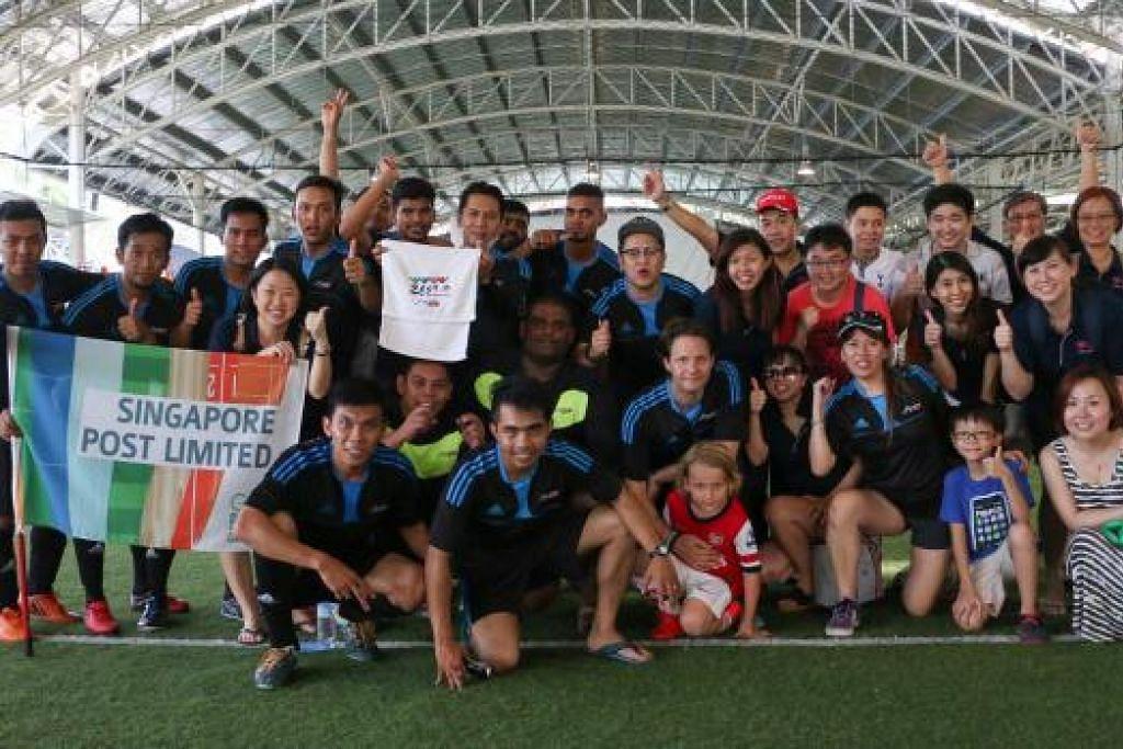JUARA FUTSAL: Pasukan daripada SingPost. – Foto-foto VOXSPORTS