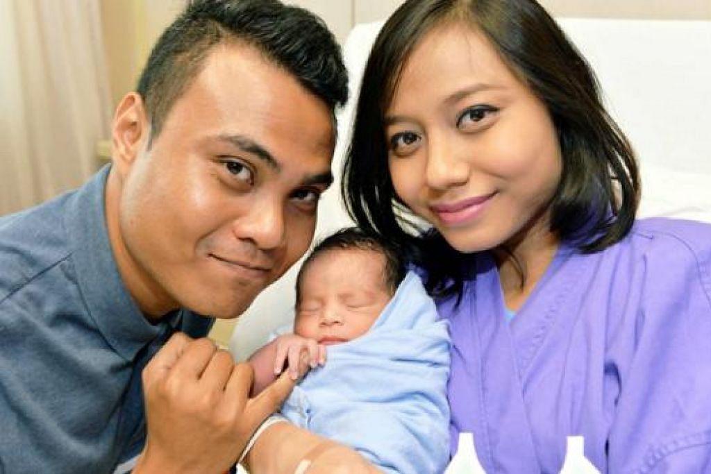 HARI ISTIMEWA: Encik Fadzil Sultan dan Amirah Mazlan menyambut anak lelaki sulung, Akif Rifqy, lapan saat selepas tengah malam kelmarin. - Foto KHALID BABA