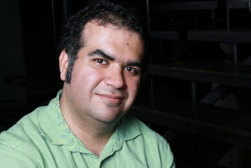 AMIR REZA KOOHESTANI: Penulis dari Iran ini mengarah dan menulis teater 'Amid The Cloud', yang mengisahkan gelora jiwa dua orang pelarian.
