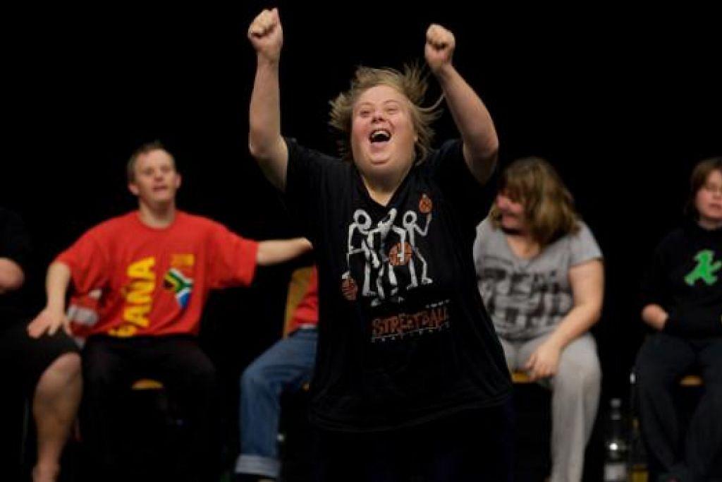 MEMUKAU: Persembahan artis-artis istimewa daripada Disbaled Theatre dijangka menyentuh hati dengan ekspresi jujur mereka.