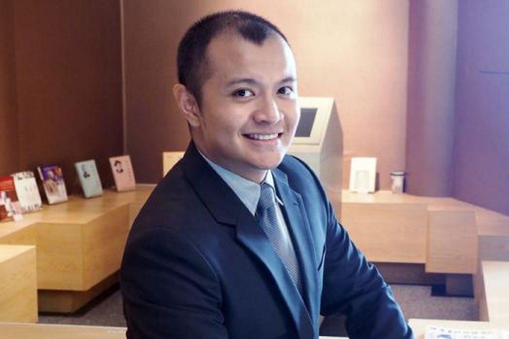 BURU IJAZAH SARJANA: Encik Muhammad Noramin ingin melaksana kajian tentang perkembangan kumpulan tarian Melayu di Singapura. - Foto JOHARI RAHMAT