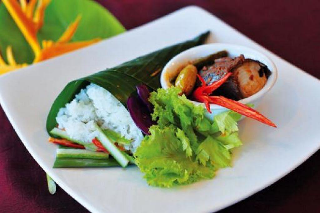 NASI DAGANG: Ia merupakan hidangan tempatan istimewa yang terkenal di Terengganu dan biasanya diperbuat daripada campuran beras dan beras pulut dan dimasak bersama-sama santan kelapa.