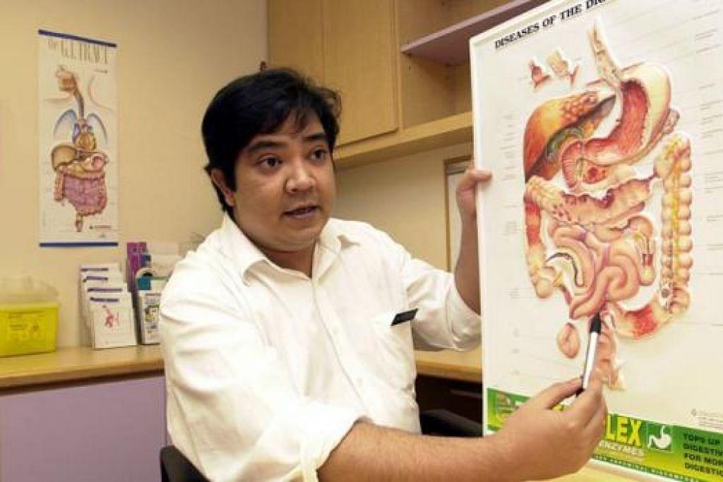 PAKAR BEDAH ORGAN HATI: Dr Salleh Ibrahim adalah antara doktor Melayu yang telah membuktikan kebolehannya.