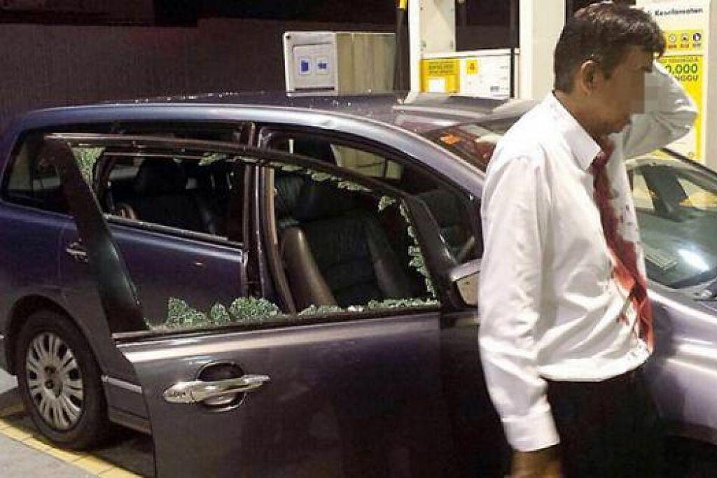 MANGSA ROMPAKAN TERBARU: Bapa tiri Encik Muhammad Afiq Mohd Asmuni berlumuran darah selepas kepalanya dipukul dua kali dengan tukul oleh perompak di stesen minyak di Johor Bahru kelmarin. - Foto fail